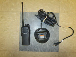 Motorola Cp200 Uhf Portable Radio 4 Ch W Charger And Good Battery