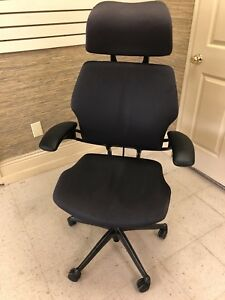Humanscale Freedom Task Chair With Headrest In Gray Color