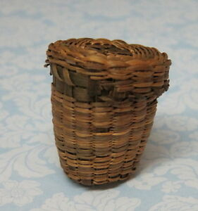 Vintage Thimble Holder Casket Sweet Grass Basket W Lid Old English Thimble M7