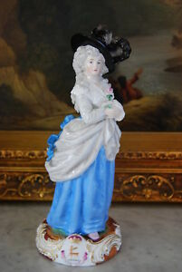 Early French Or German Duchess Of Devonshire Porcelain Figurine Heraldic Crest