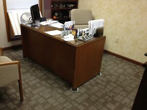 Contemporary Executive Oak Desk And 3 Chairs