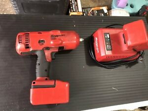 Snap on 1 2 Drive Impact Wrench Ct8850 18 V Cordless W Charger And 2 Batteries