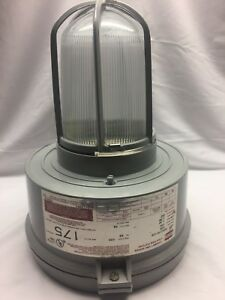 Crouse hinds Explosion Proof Light Fixture Model M10 Industrial Vmvc175 120
