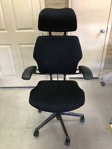 Humanscale Freedom Task Chair With Headrest In Black Color