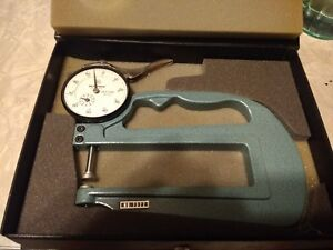 Mitutoyo 7322 Thickness Gauge W 0 001 1 000 Dial Indicator No 2416 Case