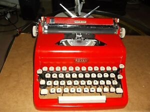 Antique 1960s Red Royal Manual Portable Typewriter W Carry Case