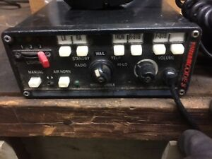 Code 3 Pa Siren Light Controller 3892l6 and Two Code 3 C3100 Speakers