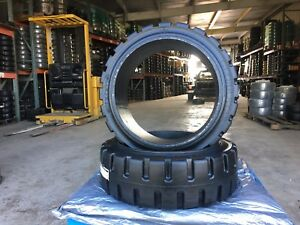 Globestar Forklift Tire 21x7x15 Black Traction