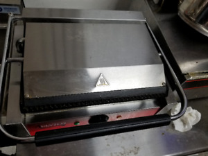 Avantco Grooved Top Bottom Commercial Panini Sandwich Press Grill Restaurant