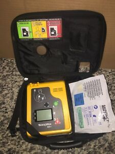 Welch Allyn Aed 10 With New Battery Case And New Pads