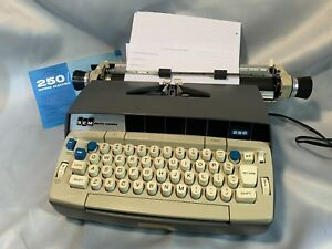 Vintage Electric Scm Smith corona Typewriter 250 Mark Ii With Manual Works