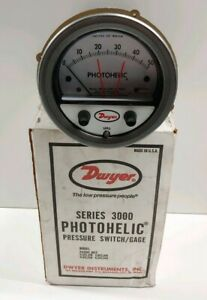 New Old Stock Dwyer Photohelic Pressure Switch gage A3050