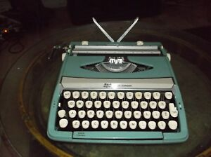 Vintage S C M Smith corona Corsair Deluxe Portable Typewriter Wit Carrying Case