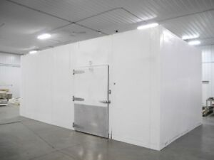 34 X 20 X 10 Walk In Freezer Or Cooler Wit Blowers In Great Condition White Box