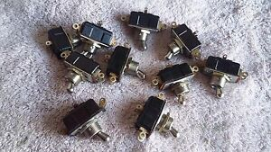Lot Of 10 Und Lab Inc A h Momentary Toggle Switch 3a 125v 1a 250v 6 Pin