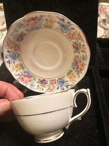 Vintage Roslyn Bone China Tea Cup And Saucer Lt 038a
