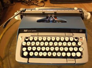 Smith Corona Galaxie 12 Vintage 1980s Typewriter W Carrying Case Re conditioned