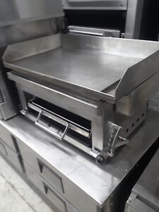 Gas 32 Inc Flat Griddle Wit Cheese Melter Salamander Cecil Melter
