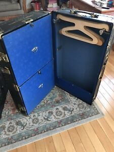Antique Vintage Steamer Trunk Case Goldsmith Co Chest Black W Hangers Drawers