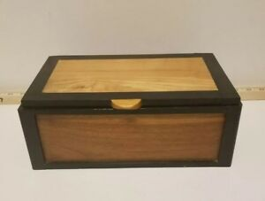 Vintage Wooden Handmade Trinket Box Green Inlay Black Outline