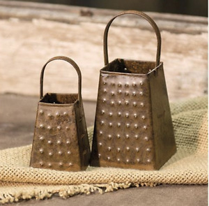 Lot Of 2 Rusty Graters Country Prim Style Kitchen Decor Could Use Led Lights