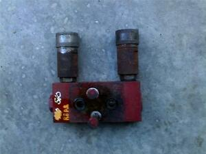 Farmall Ih 560 Tractor Rear Hydraulic Line Outlet Block W Quick
