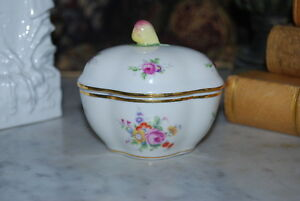 Wonderful Richard Ginori Capodimonte Fruit And Flower Decorated Porcelain Box 2