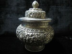 Old Collectibles Handwork Carving Tibetan Silver Urn Box Pot Dynasty Dragon