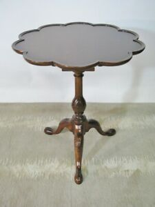 Vintage Baker Furniture Charleston Collection Tilt Top Mahogany Tea Tab