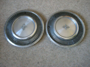 Lincoln Continental 1974 16 Inch Hubcap 2