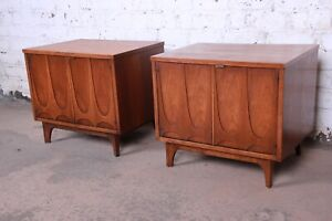 Broyhill Brasilia Mid Century Modern Sculpted Walnut Nightstands Pair