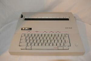 Smith Corona Electronic Typewriter 235 dle With Cover And Ribbon Cartridge mint