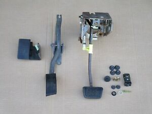 99 04 Mustang Automatic Pedals Oem