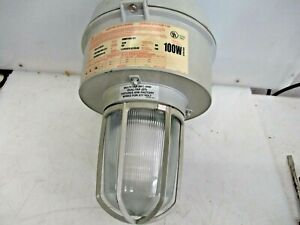 Cooper Crouse hinds Explosion Proof Light Fixture Model M10 Vmvc100 mt