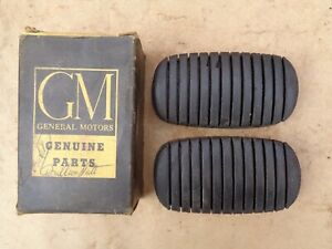 Nos 1937 1952 Chevy Clutch Brake Pedal Pads Original Gm 1955 1957 Corvette Pr