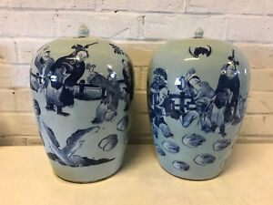 Antique Chinese Qing Dynasty Pair Of Covered Ginger Jars Vases Figures Bats Dec