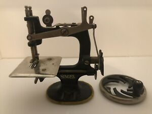 Vtg Singer Manfg Co Small Hand Crank Child S Toy Sewing Machine Needs Repairs