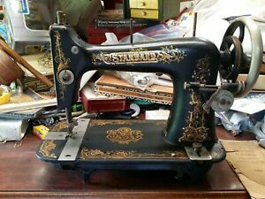 Standard Vibrator Shuttle Sewing Machine With Attachments L1916