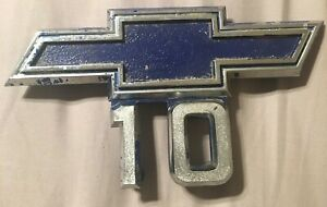 1967 1968 Chevy Truck C 10 Oem Bow Tie Emblem Fender Badge Set Of Two Fast Ship