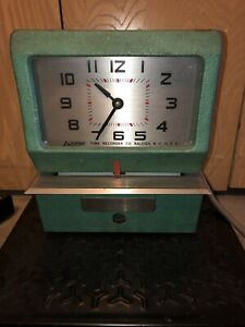 Acroprint Model 150nr4 Time Clock Keeps Accurate Time Does Punch Time Cards