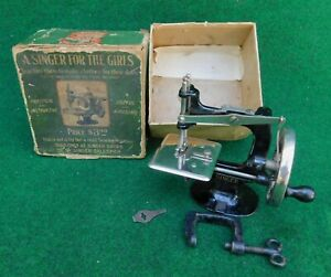 Singer Model 20 Toy Sewing Machine 1st Model W 4 Spoke Wheel Antique C 1904