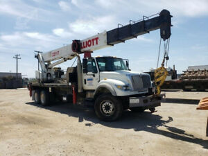 2006 Elliott 32117 Crane Mounted On 2007 International 7600 Truck