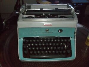 Vintage 1960s Underwood 5 Manual Typewriter Heavy Duty Office Machine