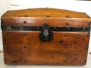 Antique Victorian Childs Doll Domed Trunk 9 5 H X 8 5 L X 14 W