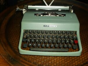 Antique1960s Olivetti Lettera 35 American French Keyboard