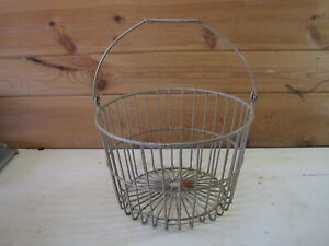 Vintage Wire Farm Egg Basket B0965