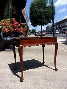 Grand Mahogany Tea Table Crafted By Henkel Harris 20thc