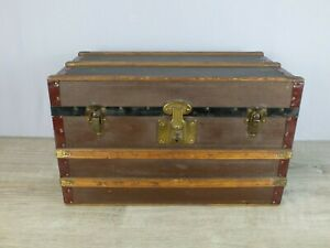 Antique Child S Doll Steamer Trunk In Good Condition W Removable Tray