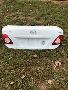 2009 2010 Toyota Corolla Trunk Lid Deck Lid Tailgate Used White Ex Condition