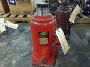Wel Bilt 30 Ton Hydraulic Bottle Jack Item 1446